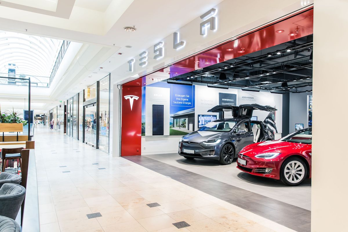 Tesla im ECE Shoppingcenter